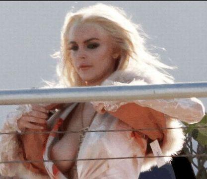 Lindsay Lohan Upskirt photo 24