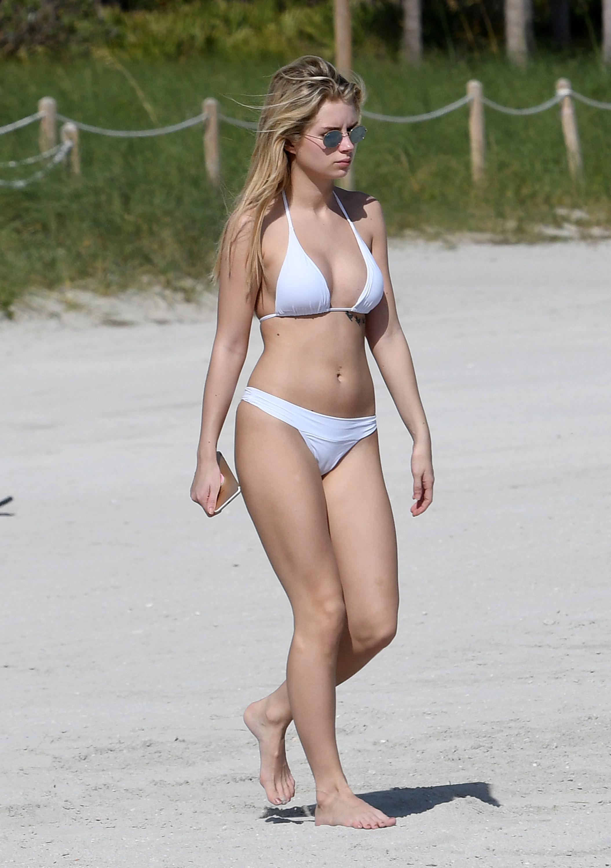 Lottie Moss Bikini photo 10