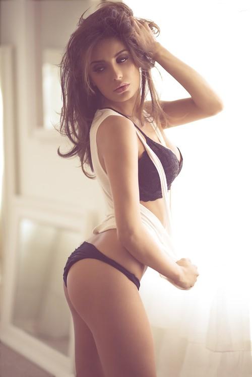 Mikaela Hoover Hot photo 10