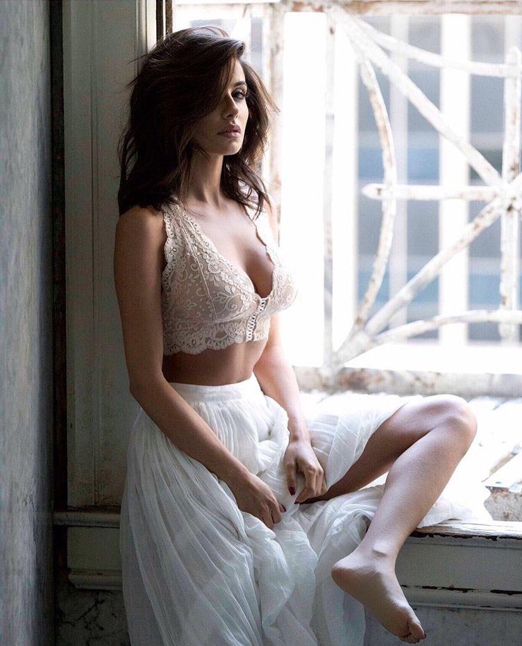 Mikaela Hoover Hot photo 23