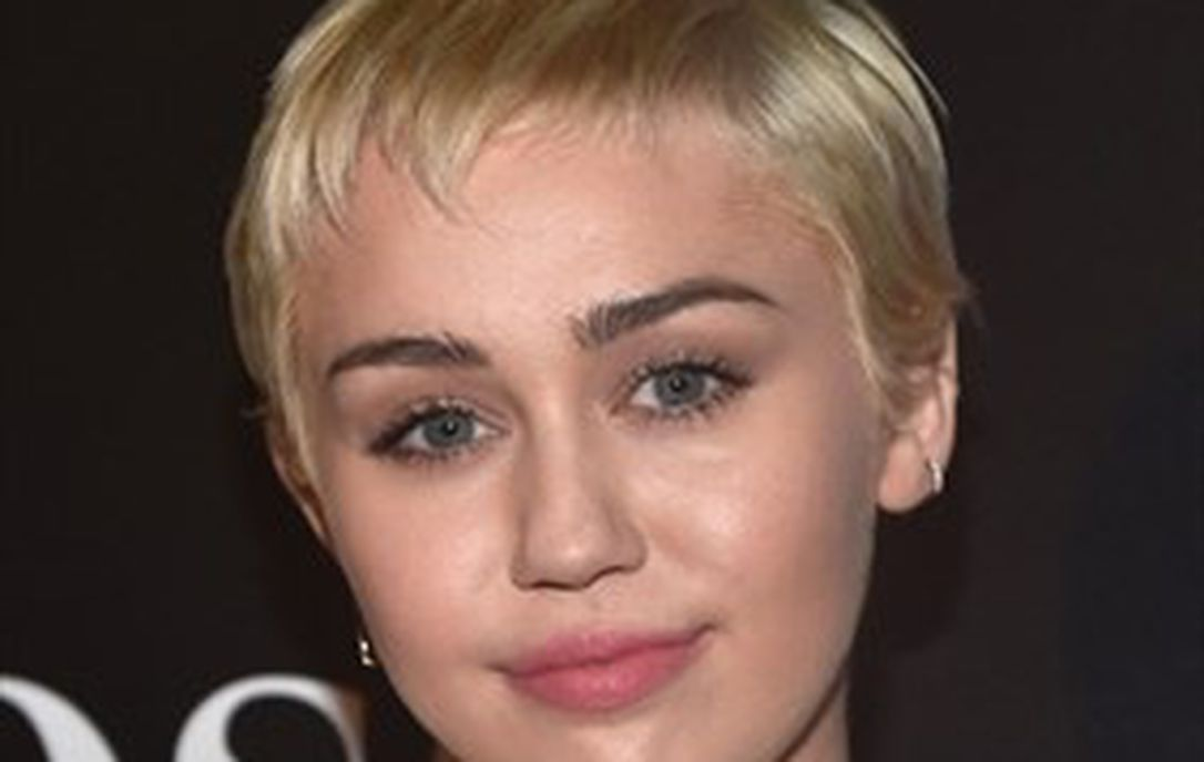 Miley Cyrus Frontal photo 22