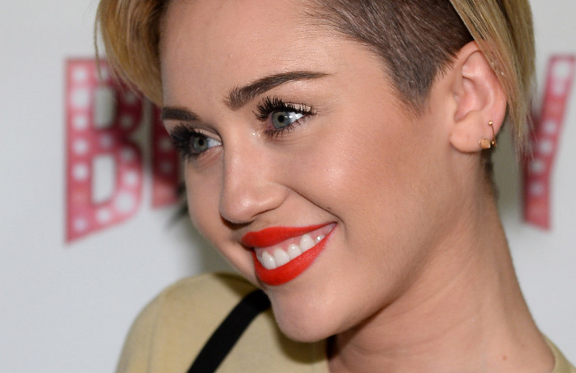 Miley Cyrus Frontal photo 6