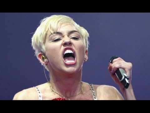 Miley Cyrus Nip Slip Video photo 23