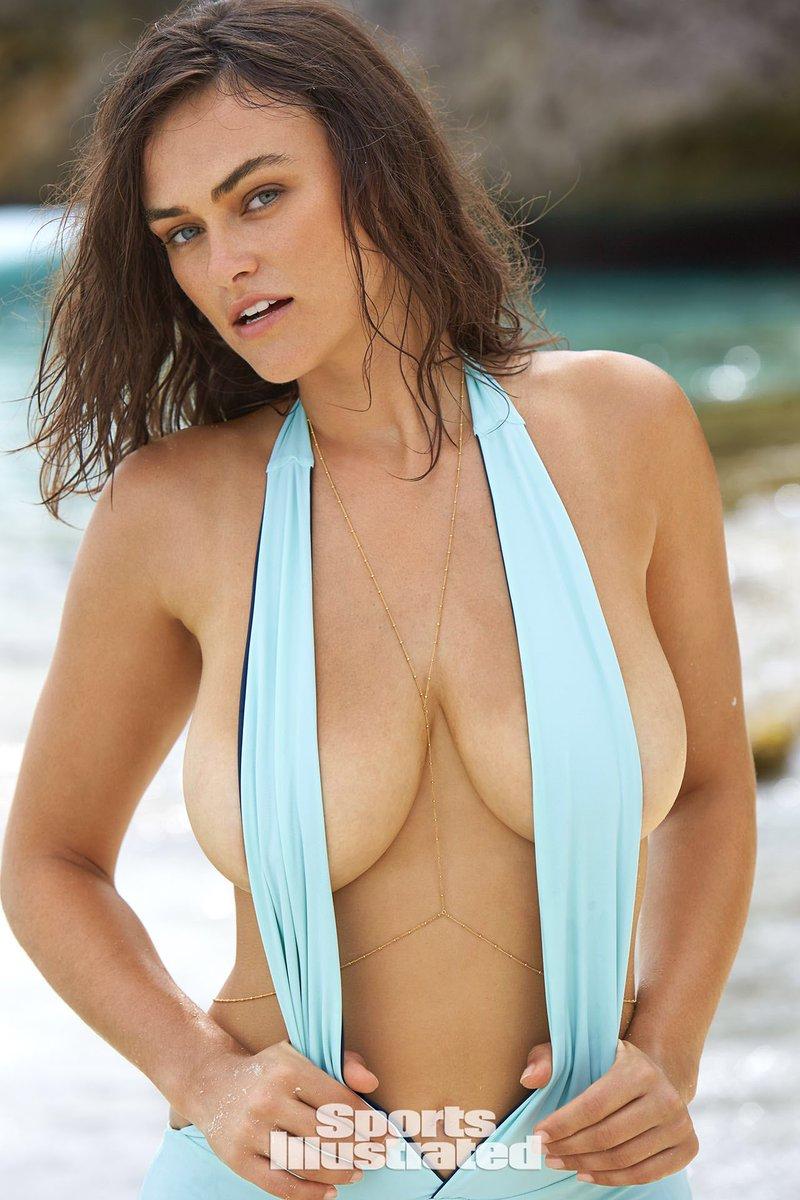 Myla Dalbesio Breasts photo 9