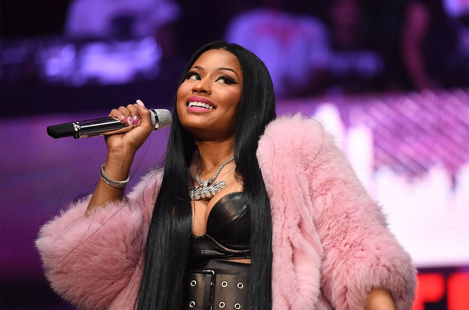 Nicki Minaj Hot Pic photo 10