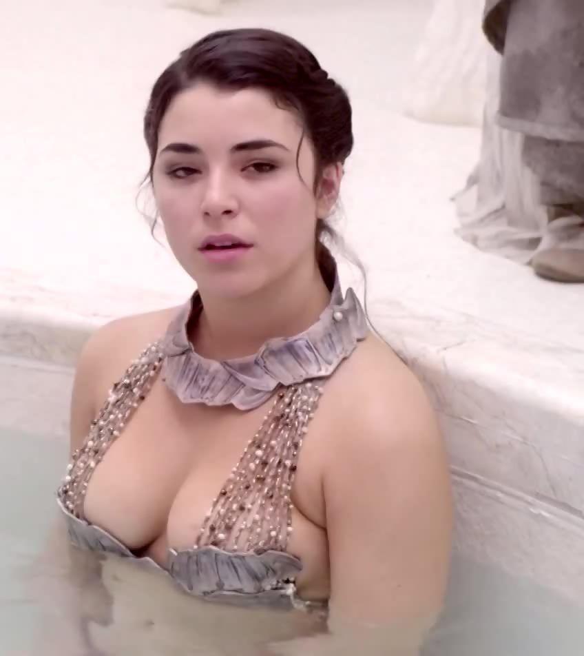 Nicole Muñoz Naked photo 27