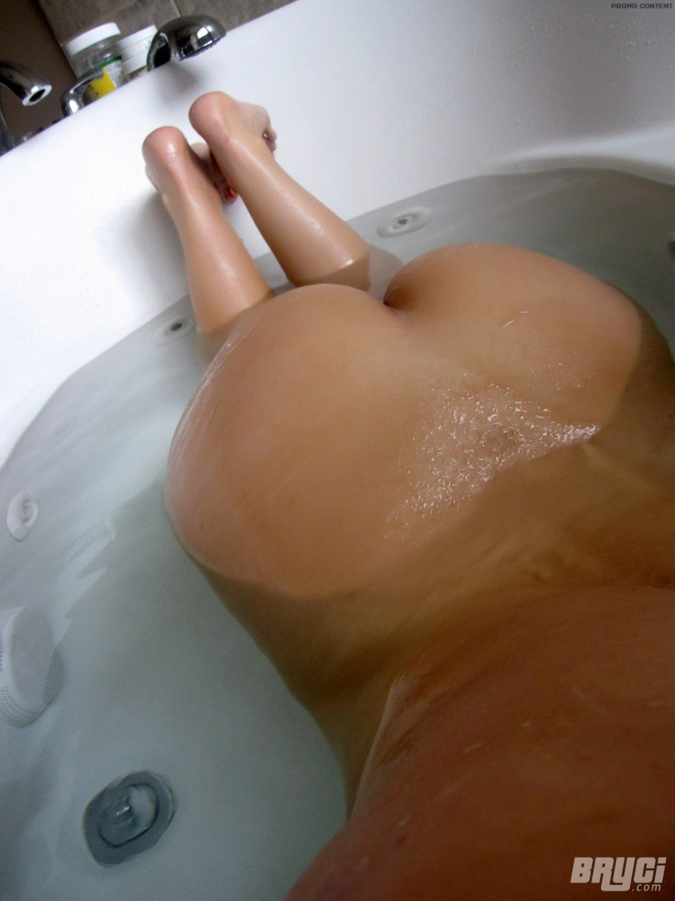 Nude Bath Photo photo 2