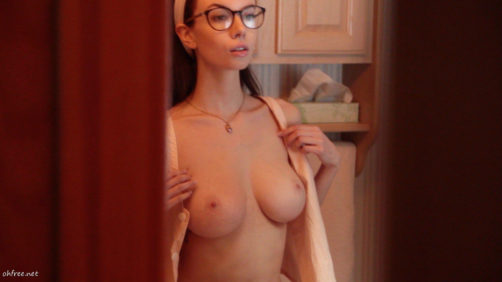 Olivia Rose Keegan Nude photo 30