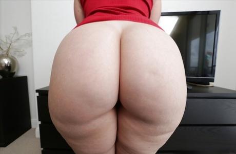 Pale Big Booty photo 14