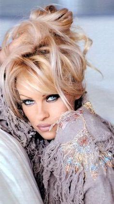 Pamela Anderson Free Video photo 11