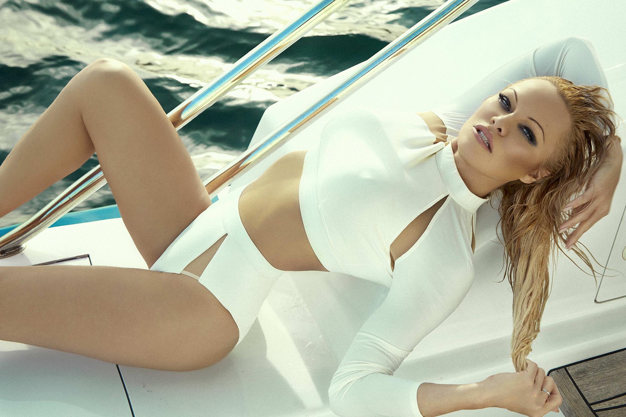 Pamela Anderson Free Video photo 19