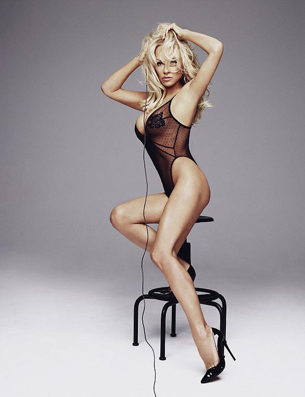 Pamela Anderson Sexy Photos photo 19