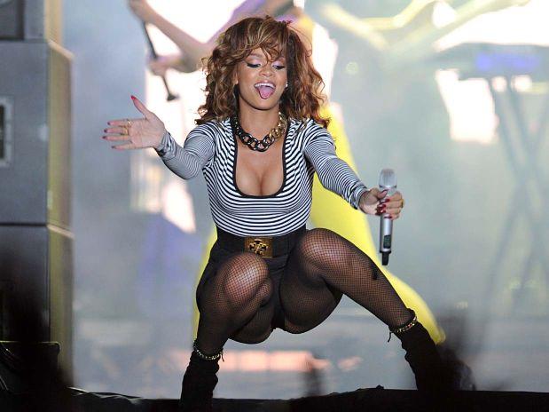 Rihanna Gets Cheeky In Brazil photo 28