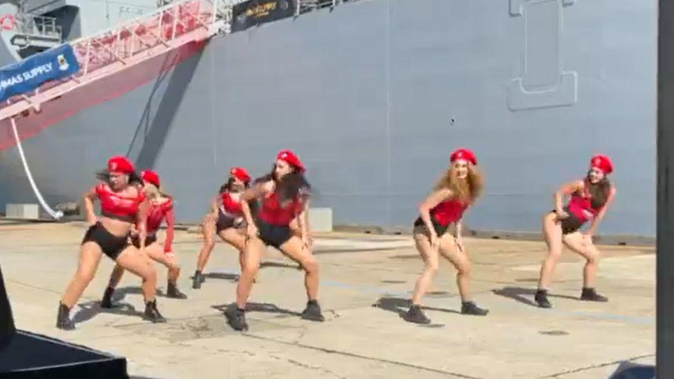 Russian Twerk Dance photo 2