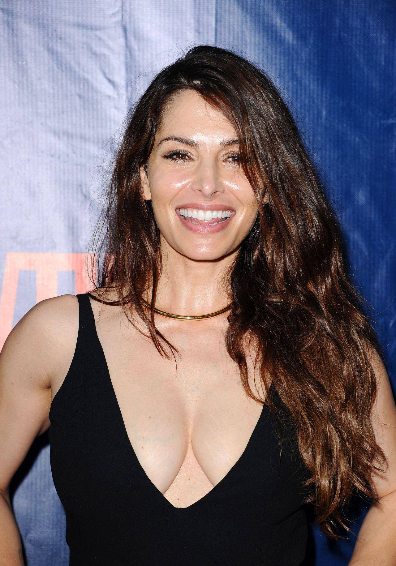 Sarah Shahi Hot Pictures photo 19