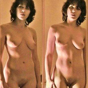 Scarlett Topless photo 6