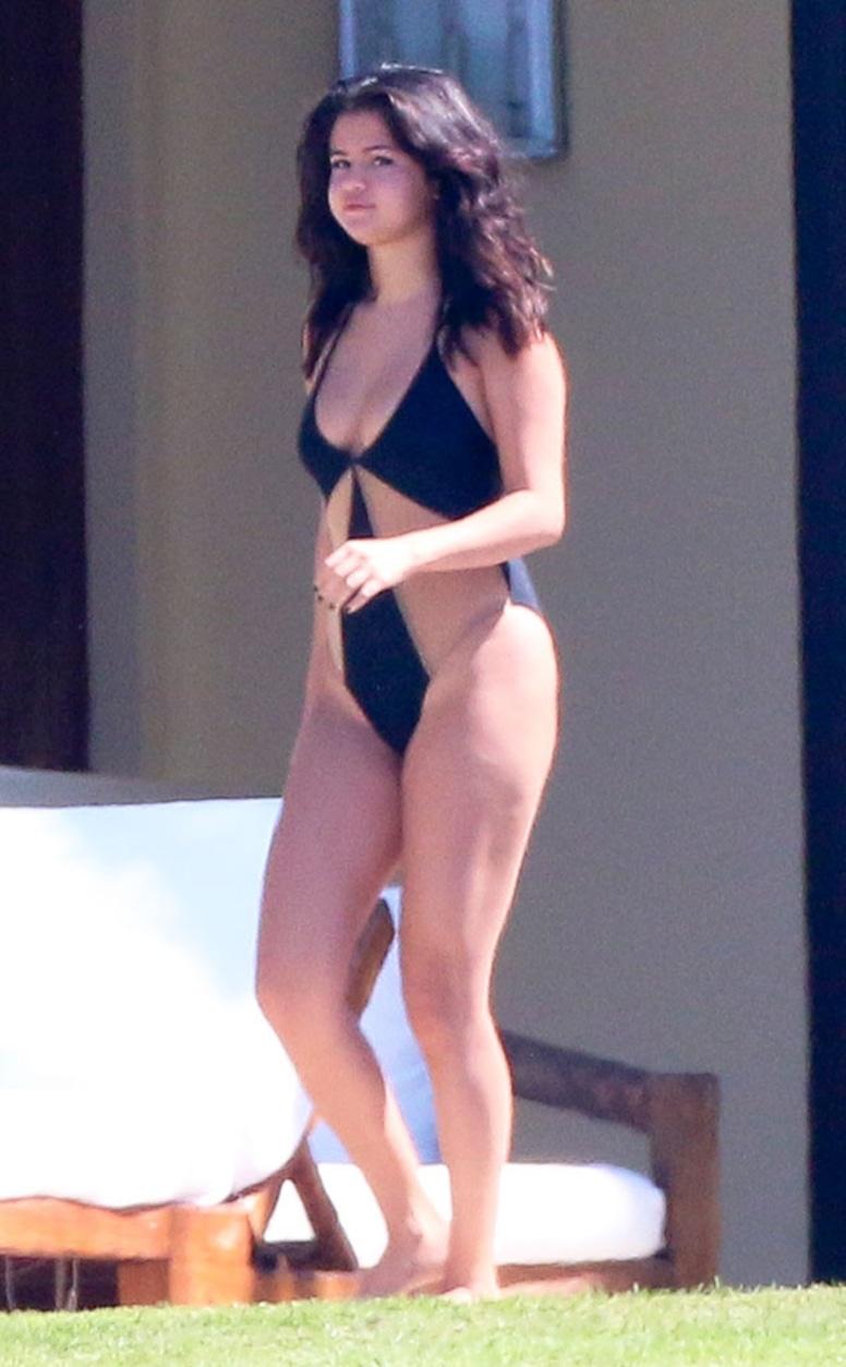 Selena Gomez New Hot Pics photo 11