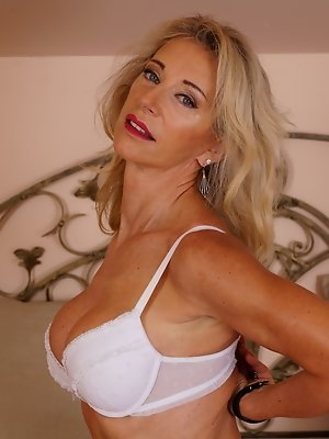 Sexy Topless Milfs photo 30