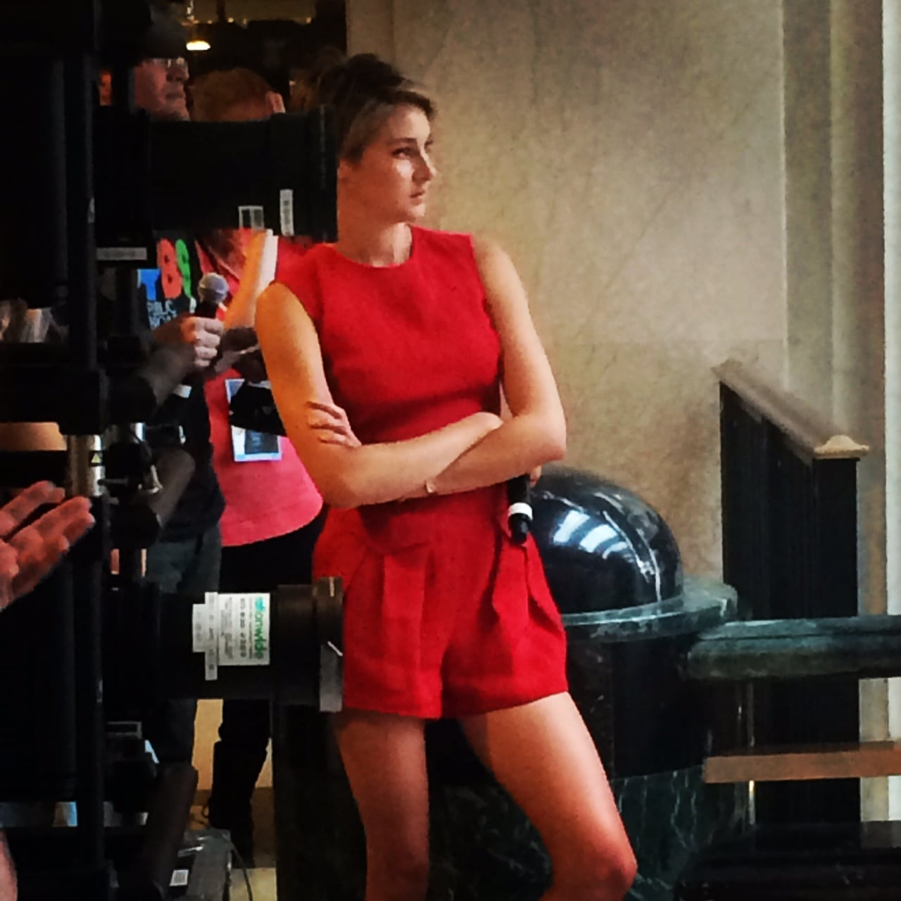 Shailene Woodley Hot Photos photo 2