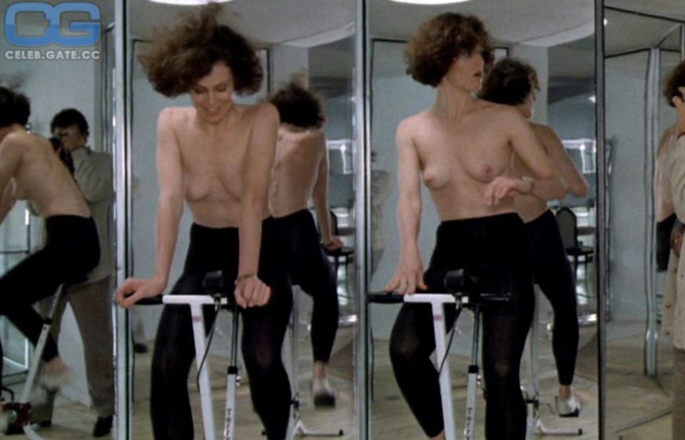 Sigourney Nude photo 10