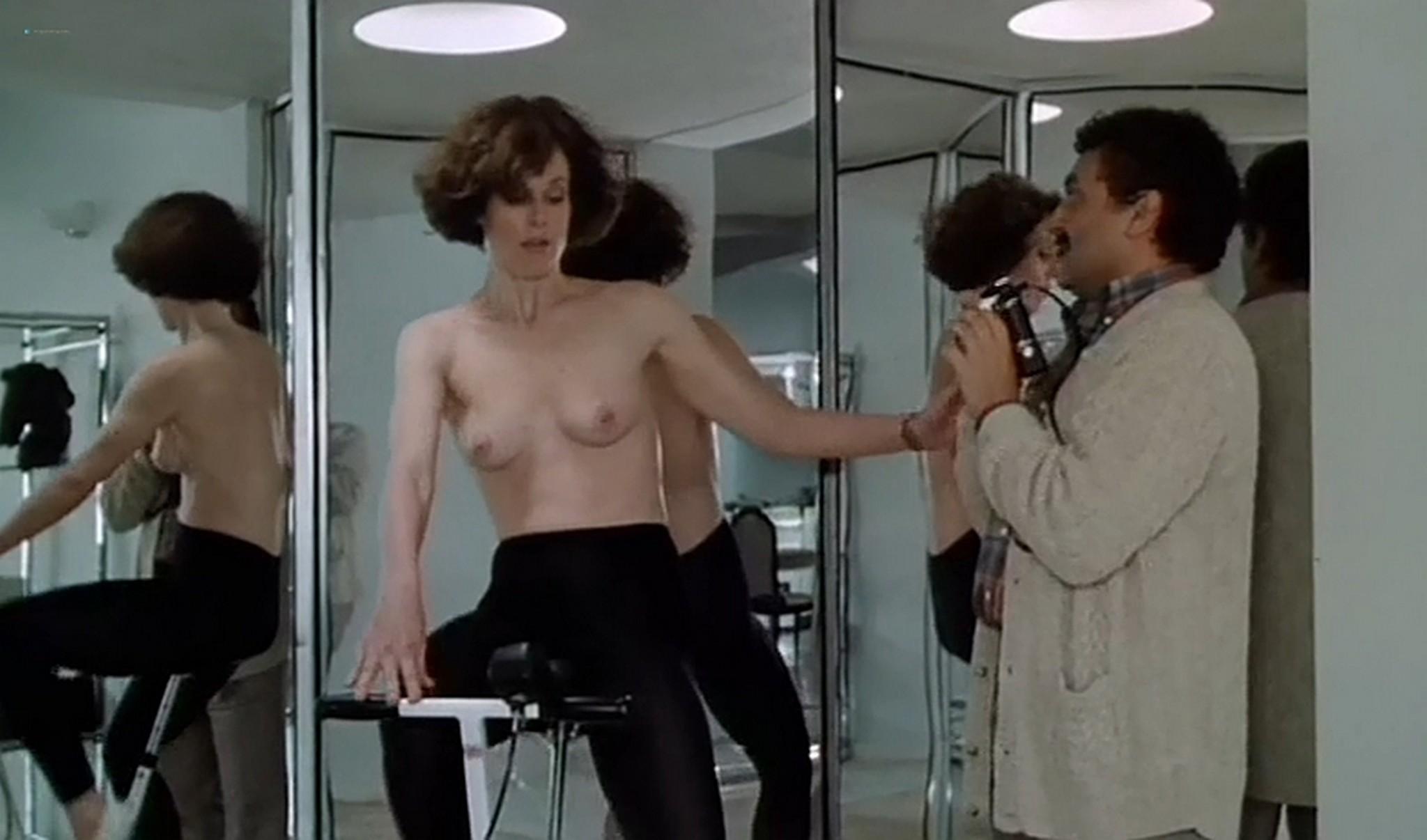 Sigourney Nude photo 9