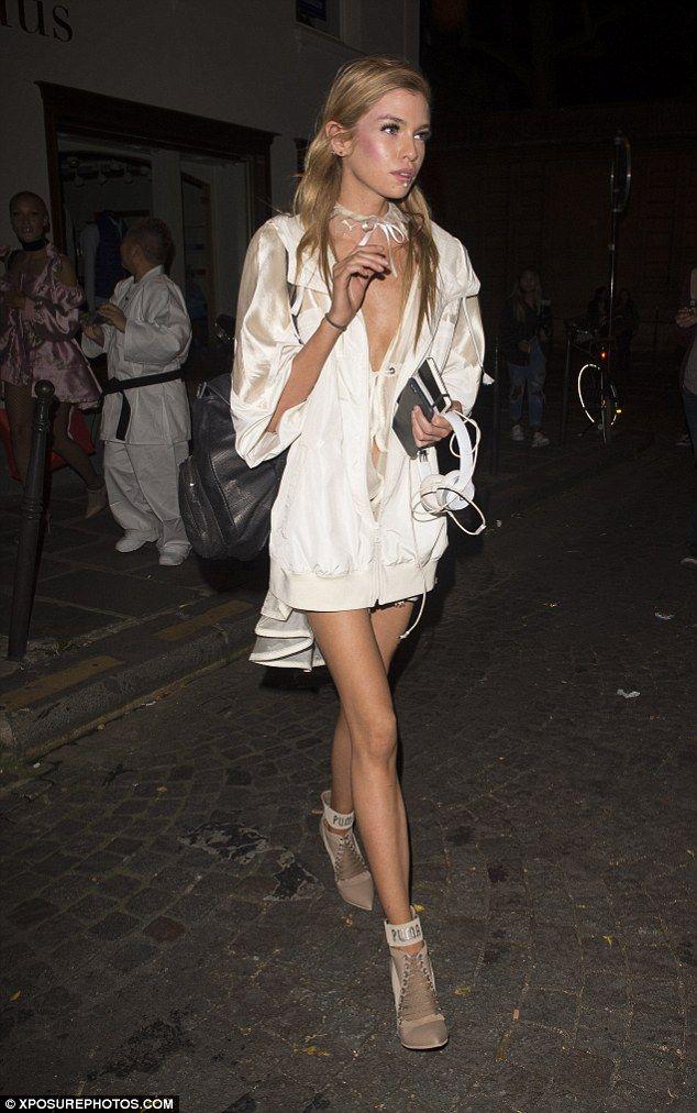 Stella Maxwell Legs photo 17
