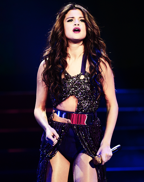 Why Is Selena Gomez So Hot photo 3