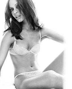 Zoe Saldana Hot Sexy photo 21